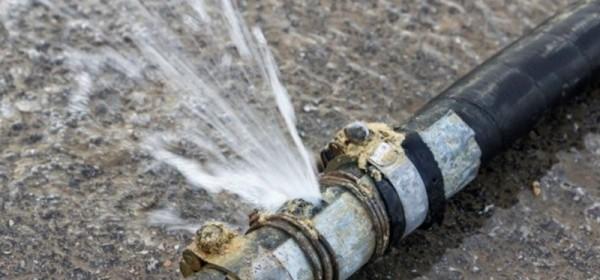 Brinje bez vode zbog puknuća cijevi