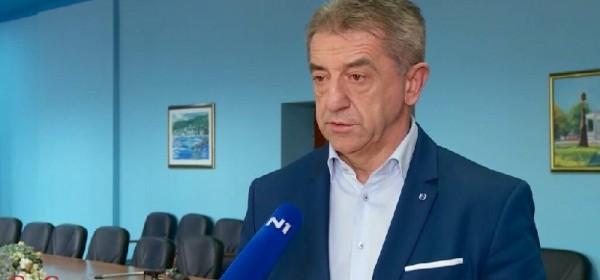 Ličko-senjski župan Darko Milinović na covid odjelu liječi obostranu upalu pluća.