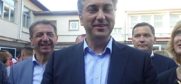 Predsjednik Vlade Andrej Plenković sa najbližim suradnicima i ministrima danas u posjetu Gospiću