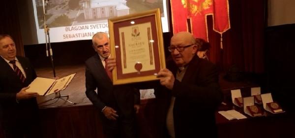 Don Jure Ladišić dobitnik nagrade Grada Otočca, uručene i plakete i medalja Grada Otočca