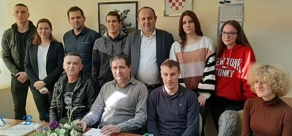 Gradonačelnik Rukavina uručio ugovore korisnicima stipendija Grada Senja za školsku/akademsku 2019./2020. godinu