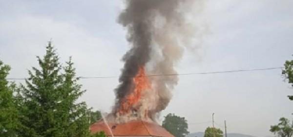 Požar progutao sinačku plovaniju