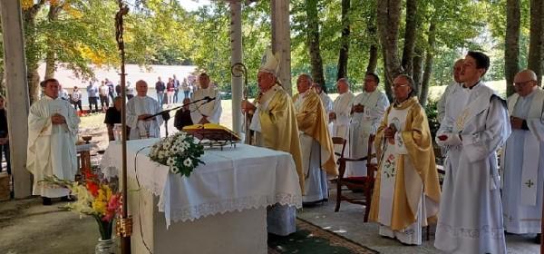 Nadbiskup Devčić predvodio slavlje Male Gospe na Krasnu