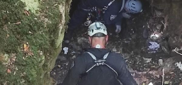 Iz jame zvane Pod Pakljom policajci izvadili jednu tromblonsku minu, 298 komada raznog streljiva
